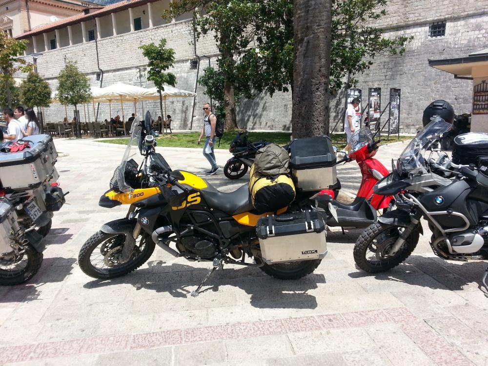 Chwila relaksu na starówce Kotoru przed odjazdem do Sarajewa