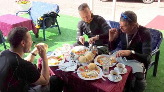 Śniadanko przy moście w Visegradzie