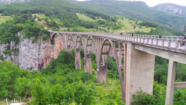 Słynny most na Tarze