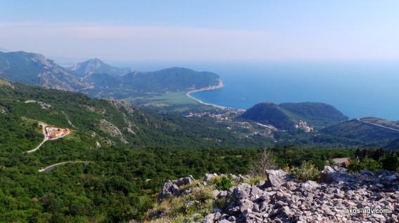 Wybrzeże Czarnogóry z drogi z Podgoricy do Budvy