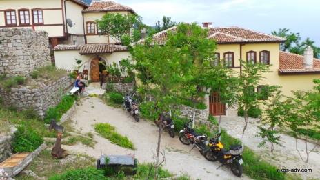 Nasza baza w Kruje - najwyżej położony pensjonat w Kruje.