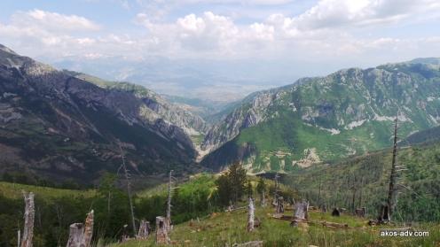 Widok z okolic jeziora Hotit na kanion koło Gryka e Setes.