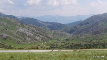 Droga na południe, w kierunku Galichnika i Selce.