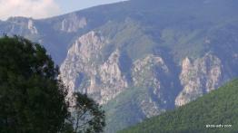 Widok z drogi na Debar w kierunku Galichnika