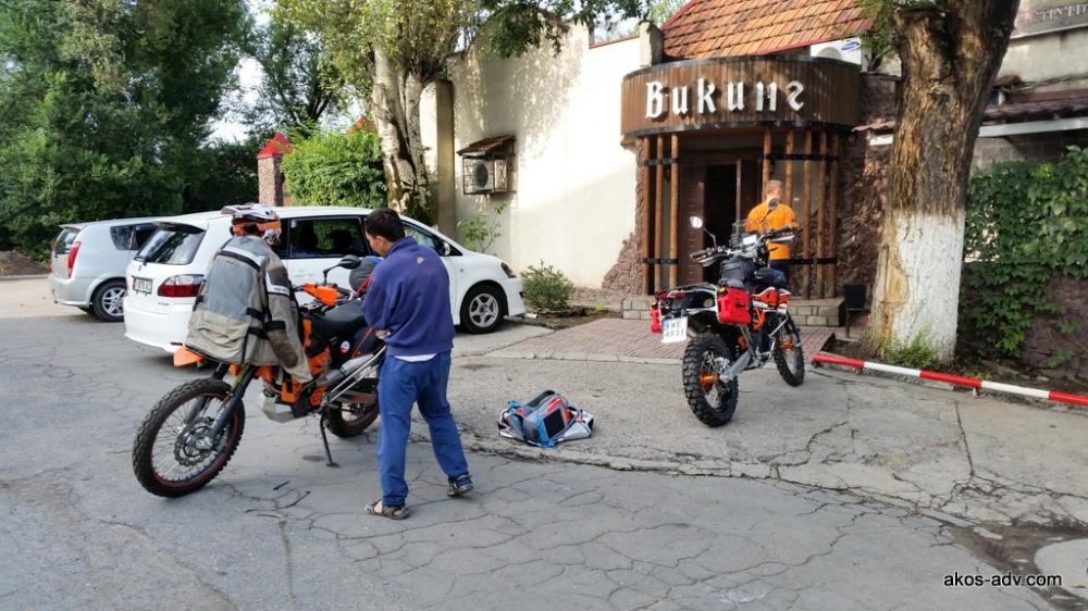 Przygotowujemy motocykle do jazdy po odbiorze w sobotni poranek