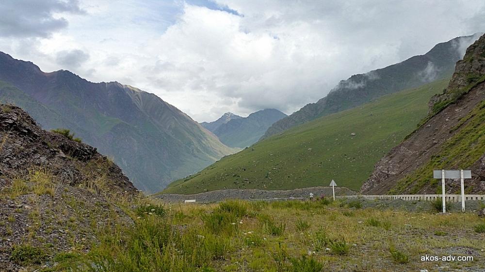 Zaczynamy podjazd na Too Ashu - przełęcz Too