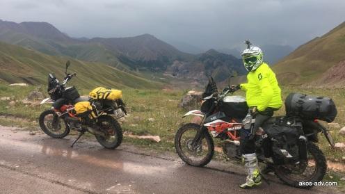Wjazd na przełęcz nad Kara-Keche