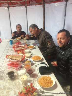 Posiłek nad Son-Kul
