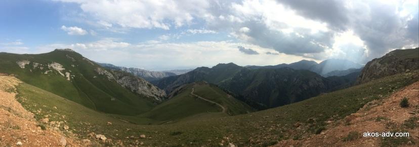 W drodze na przełęcz Moldo
