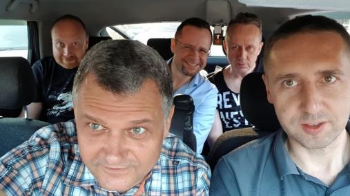 W taksówce z lotniska do miasta