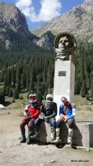 Pod pomnikiem Gagarina
