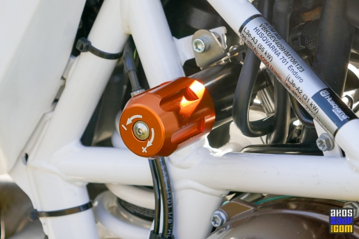 Hydrauliczny regulator napięcia sprężyny tylnego amortyzatora